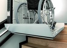 04-pedana-servoscale-vimec-V64-con-sedia-a-rotelle